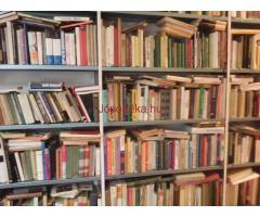 eladó 7000 db könyv