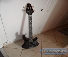 Kezdő basszusgitár készlet erősítővel + extrákkal