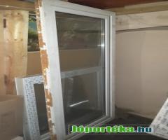 új műanyag ablakok és bontott erkély ajtó.